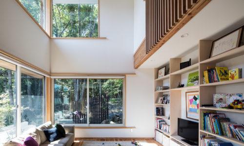 雑木林と暮らす家